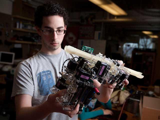 building an intelligent and autonomous robot