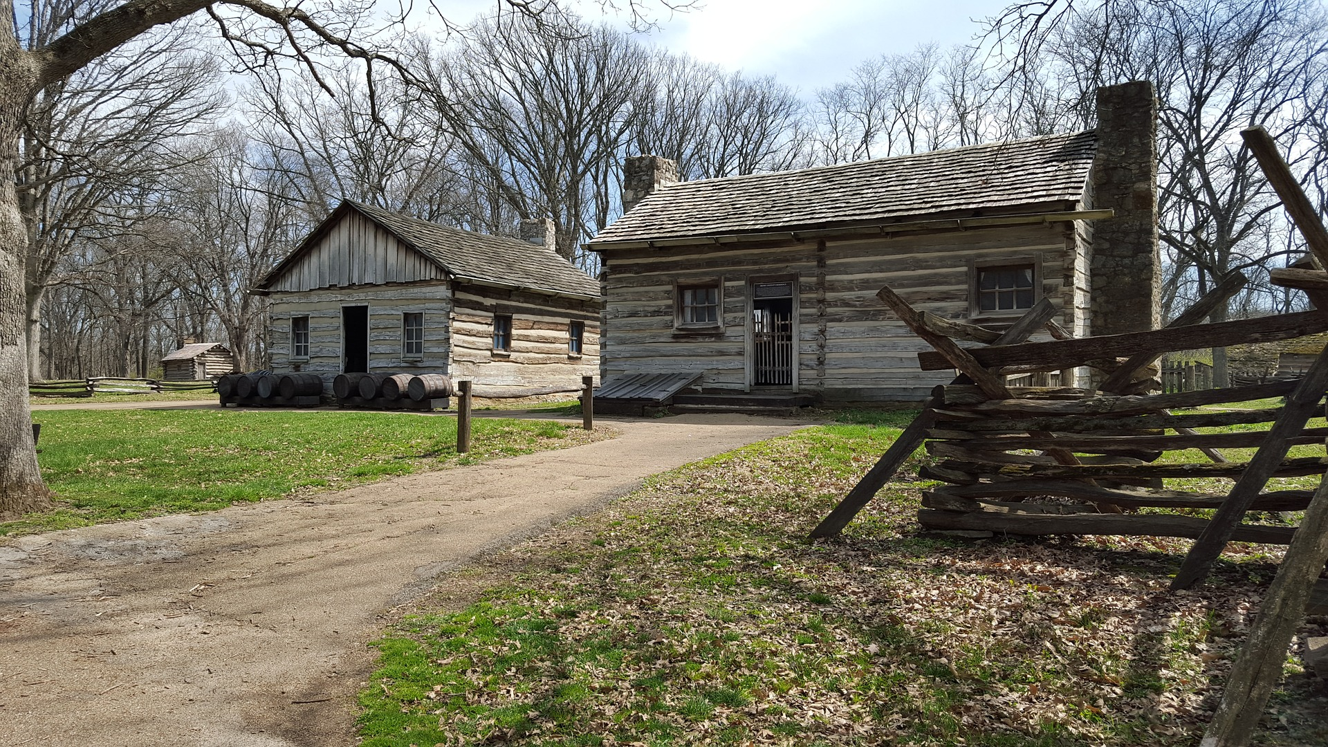 lincolns new salem divorced singles Lincoln chronology  abraham lincoln left his family and arrived in new salem he was 22 years old  the lincolns rent a single room on the second floor of the .